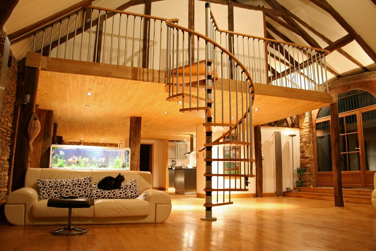 Wnętrze domu wykonane z drewna dębowego