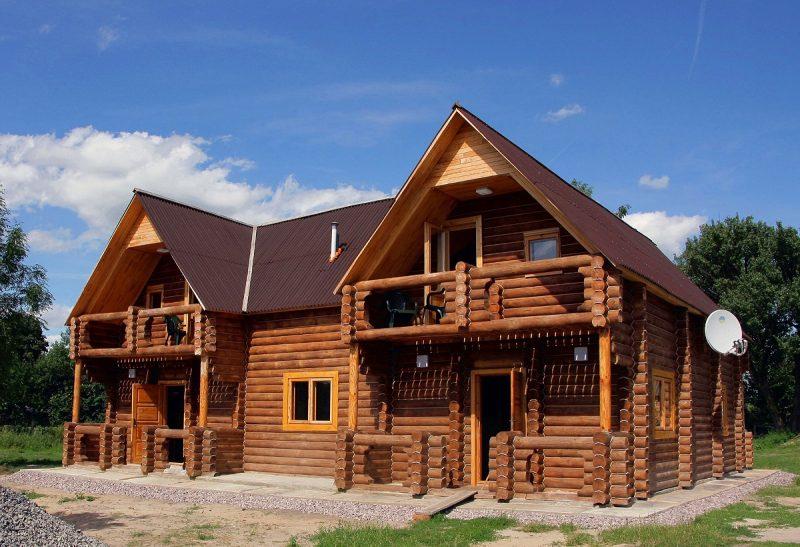 drewniany dom z bali sosnowych